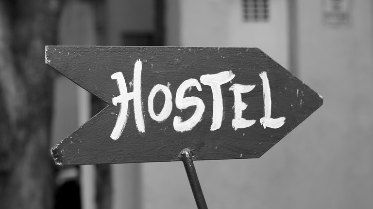 Hostel Sign | © Pixabay
