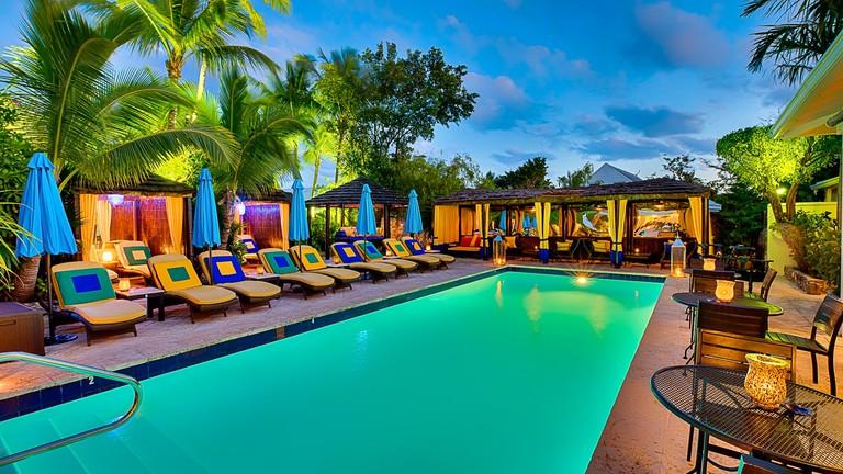 Rock_House_-_Bahamas-12