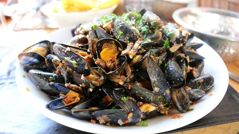A generous platter of mussels CC0 Pixabay