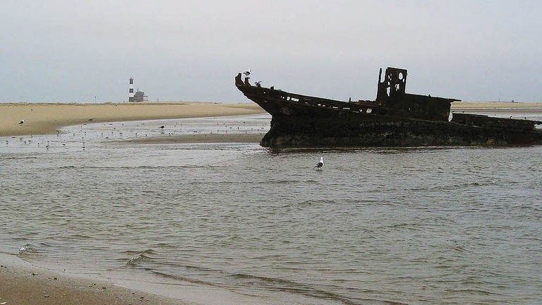 Pelican Point Lighthouse and shipwreck