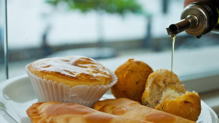 Enjoy freshly made pastéis at Bar Urca