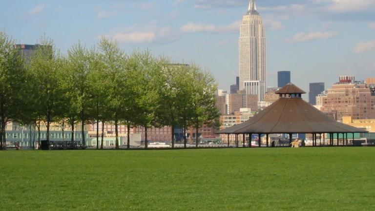Pier_A_Park_lawn_&_gazebo_Hoboken_NJ
