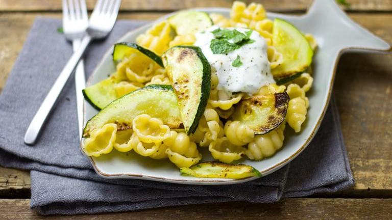 Zucchini and pasta with a yogurt flavor