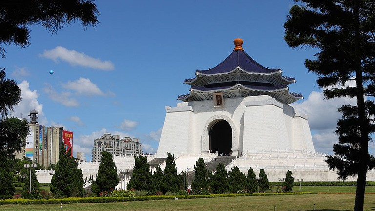 Grab a quiet moment in Chiang Kai-shek Memorial Hall Park