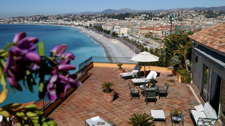 The balcony at Hotel La Pérouse is a perfect place for a proposal