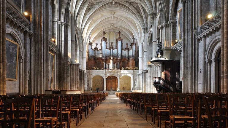 Inside Saint André Cathédrale