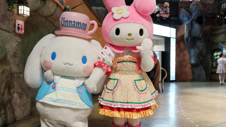 Cinnamoroll and My Melody wave hello at Sanrio Puroland