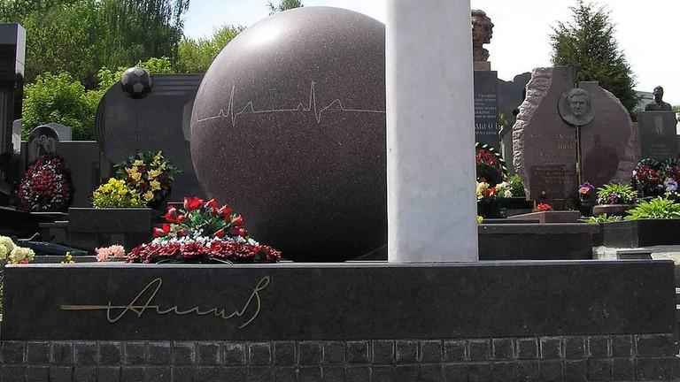 Grave of Nikolay Amosov