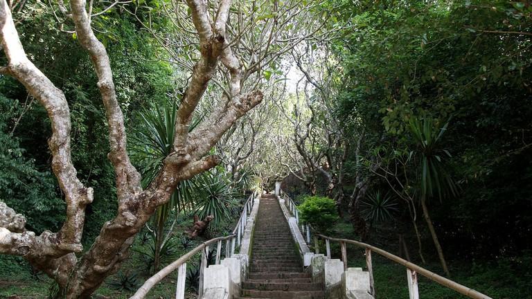 Steps to Mount Phousi