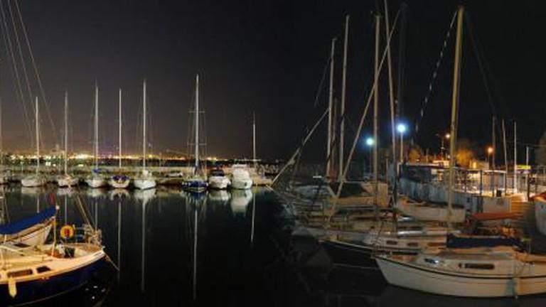 Mikrolimano by night
