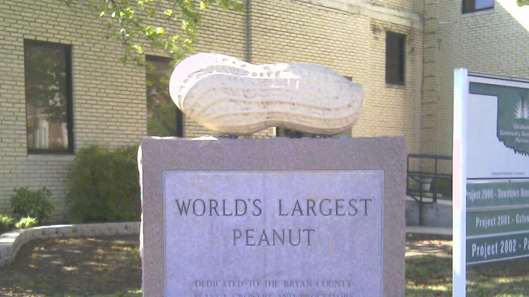 World's Largest Peanut monument in Durant