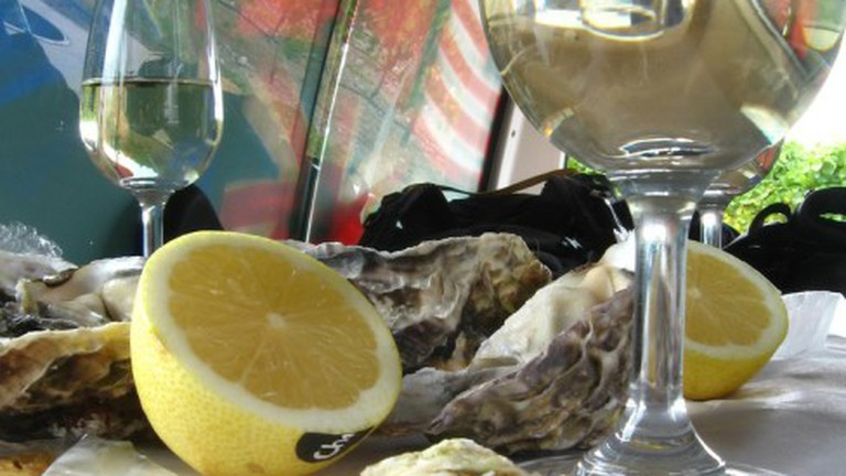Oysters and kiwi white wine