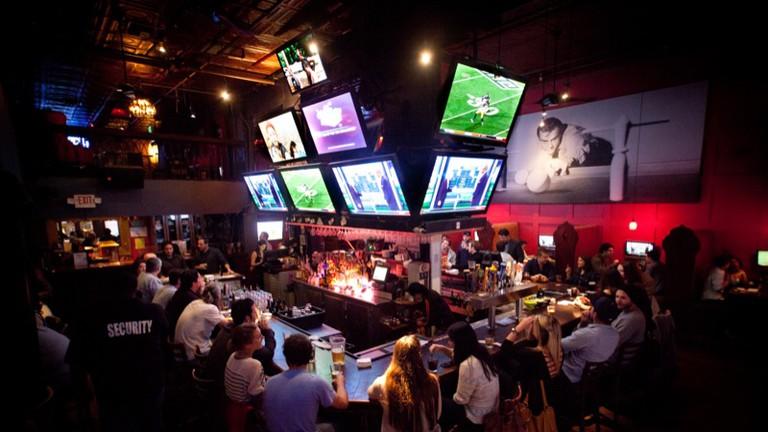 Q's Billiard Club & Restaurant, Los Angeles