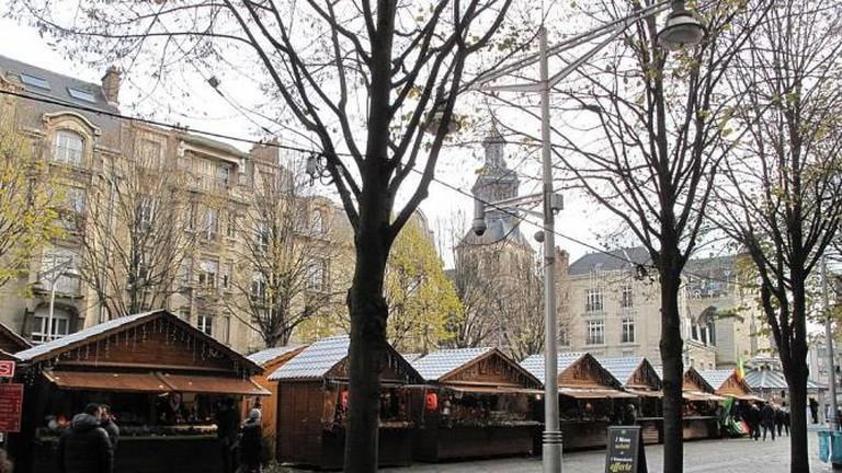 56-3931701-march-de-no-l-sur-la-place-drouet-d-erlon