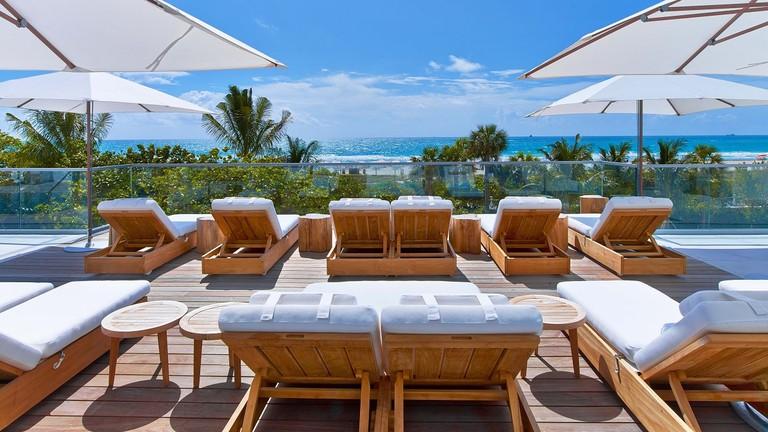 Cabana Pool - Daybeds