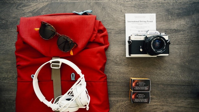 clothes-travel-voyage-backpack-1024x576