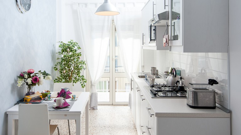 The kitchen of Mariposa Airbnb in Ostiense, Rome