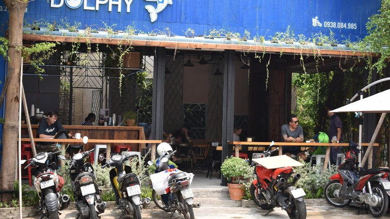 Dolphy_Cafe_Thao_Dien_Matthew_Pike