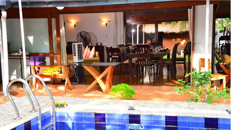 Colombo Villa guesthouse has a pool