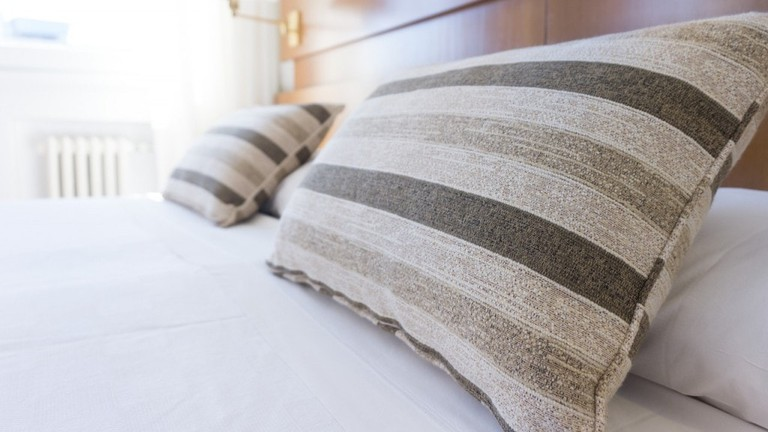 hotel-bedroom--unsplash-1024x682