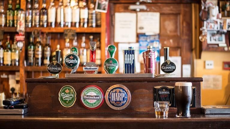 http://maxpixel.freegreatpicture.com/Ireland-Local-Pub-Bar-Irish-Pub-Bottles-Cong-209148