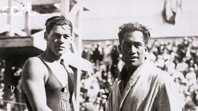 30 Jul 1924, Paris - the 1924 Olympic swimmers Duke Kahanamoku and Johnny Weismuller, both from the United States shake hands |© Public domain / WikiCommons
