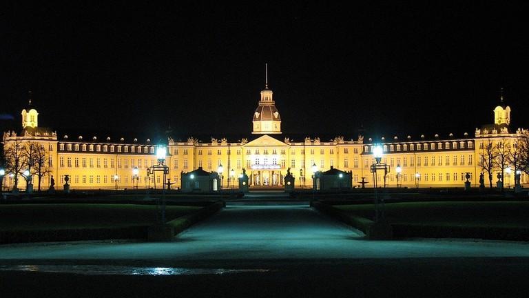 karlsruhe-palace-1606591_960_720
