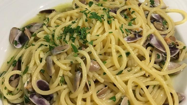 Spaghetti with telline clams at La Torricella