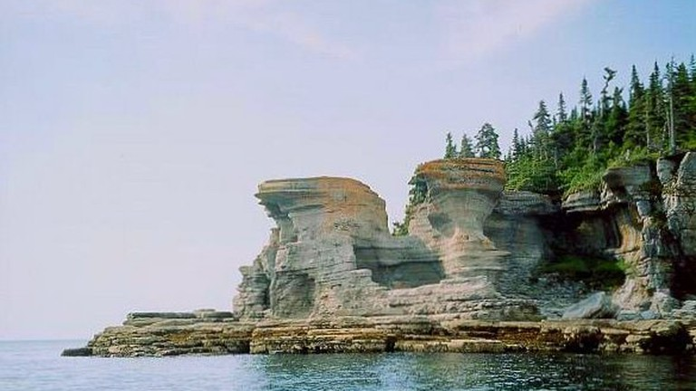 https://commons.wikimedia.org/wiki/File:Mingan_Archipelago_National_Park.jpg