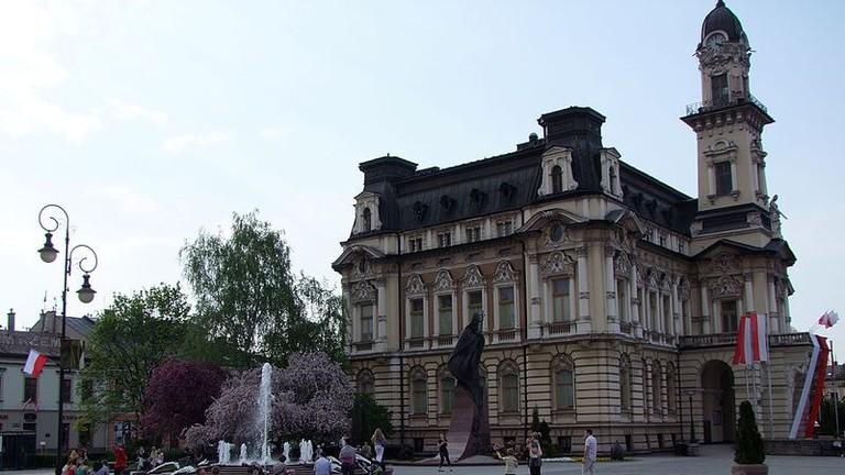 Nowy_Sącz_-_ratusz_-_City_hall_-_panoramio