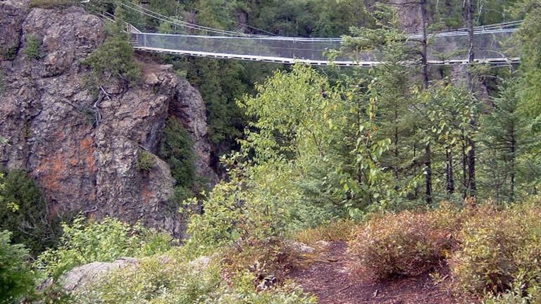 https://en.wikipedia.org/wiki/Aiguebelle_National_Park#/media/File:Parc_Aiguebelle_Pont.JPG