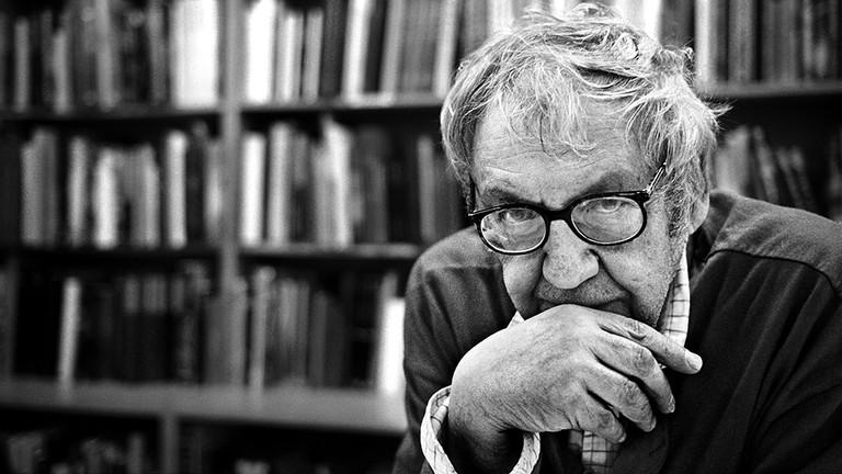 Saul Leiter, photographed by Pierre Belhassen