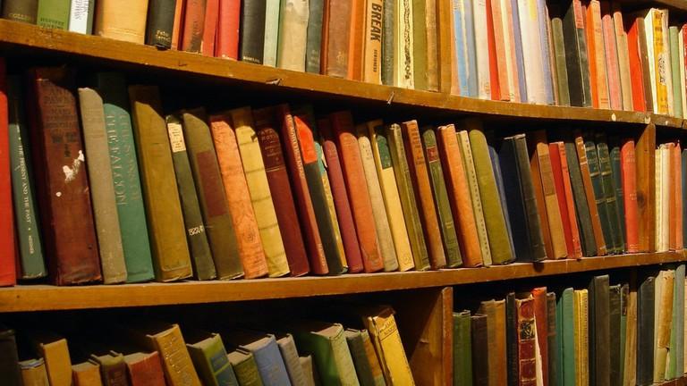 Second-hand books © Alexandre Duret-Lutz / Flickr