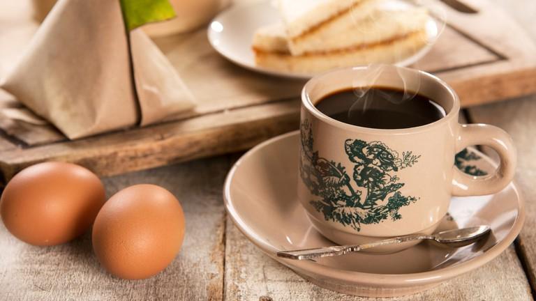 A typical Malaysian kopitiam breakfast | ©szefei/Shutterstock