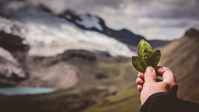 Coca ritual to Pachamama at Ausangate, Peru | ©IntoTheWorld/Shutterstock