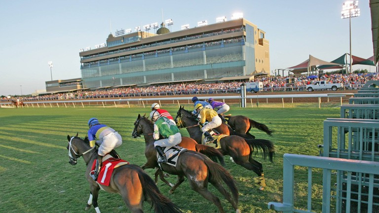 Horse races bring out crowds of fans at Lone Star Park