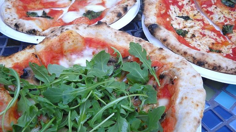 Vegetarian_&_vegan_pizza_from_PazzaRella_truck_in_Vancouver,_Canada_(7853306794)