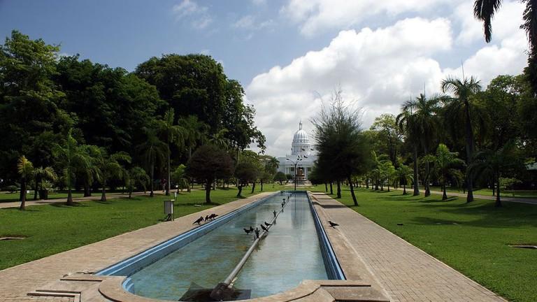 Viharamahadevi_Park_incl._Town_Hall
