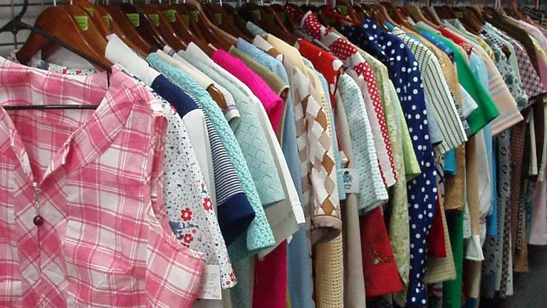 vintage-vegas-clothes-rack