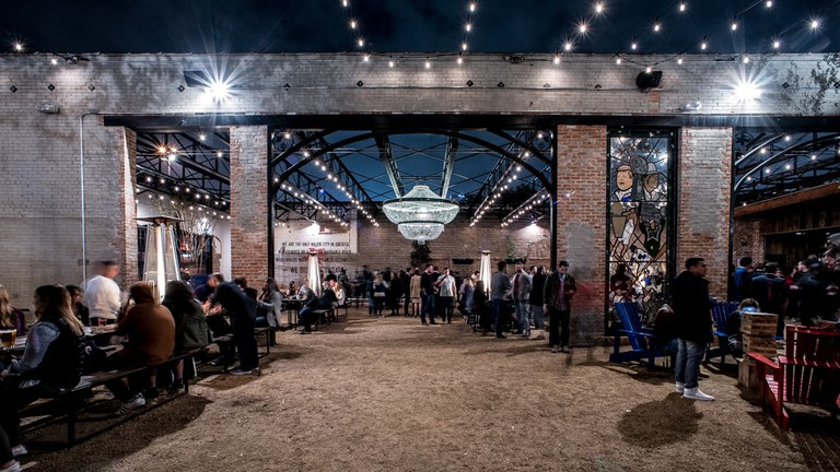 Dot's Hop House has a large courtyard with patio seating