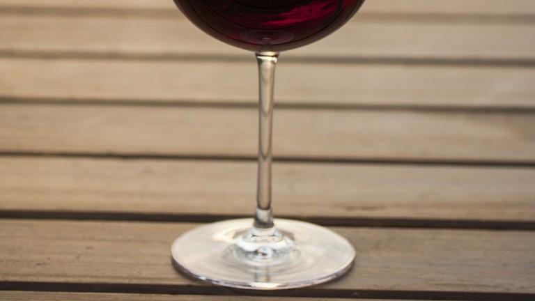https://pixabay.com/en/wine-the-drink-wood-fibre-boards-3219862/