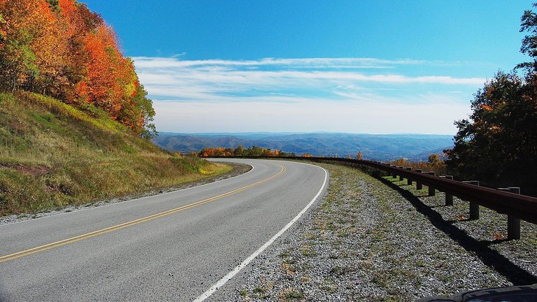 1024px-Highland_scenic_highway-wv