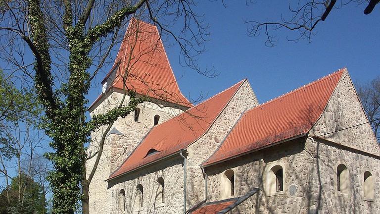 1024px-Kirche_Hohen_Thekla_2009