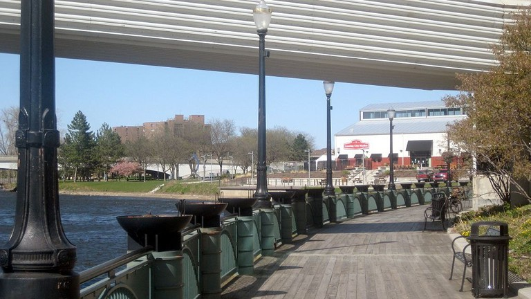 1024px-Lansing_River_Trail_-_City_Market_1