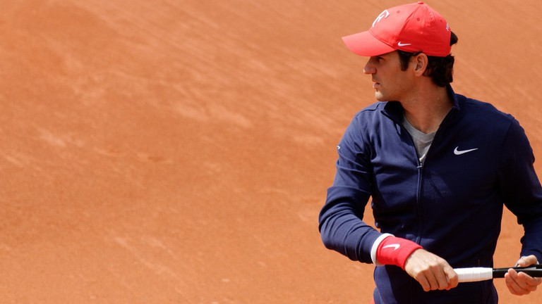 Roger Federer on the iconic clay courts of Roland Garros |© superseb694/Flickr