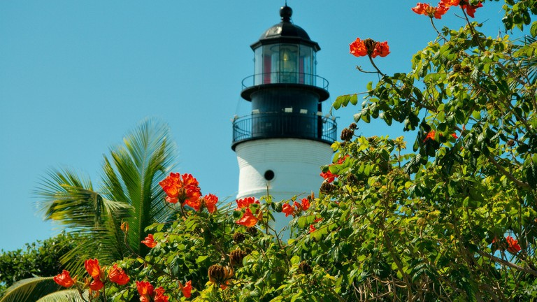 lighthouse-68246_1920