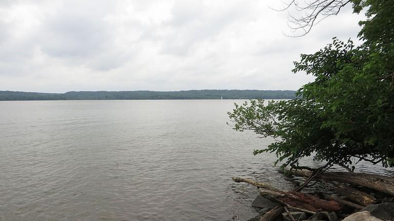 Piscataway_Park_from_Across_Potomac_River,_George_Washington_Memorial_Parkway,_Fort_Hunt,_Virginia_(14298988160)