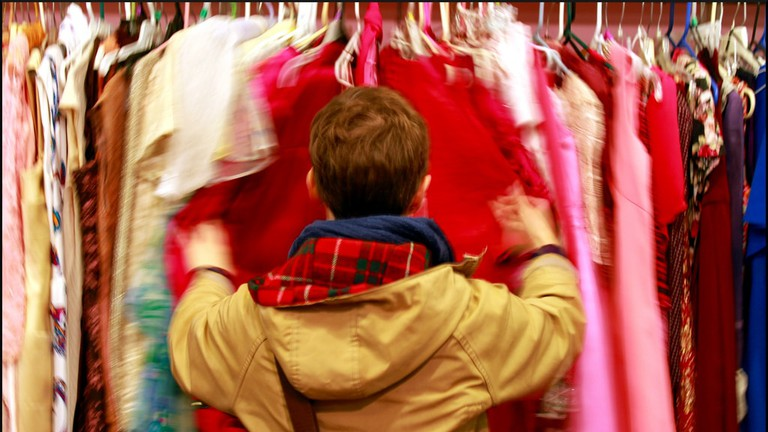 Second-hand clothes store © Joseph Brent / Flickr