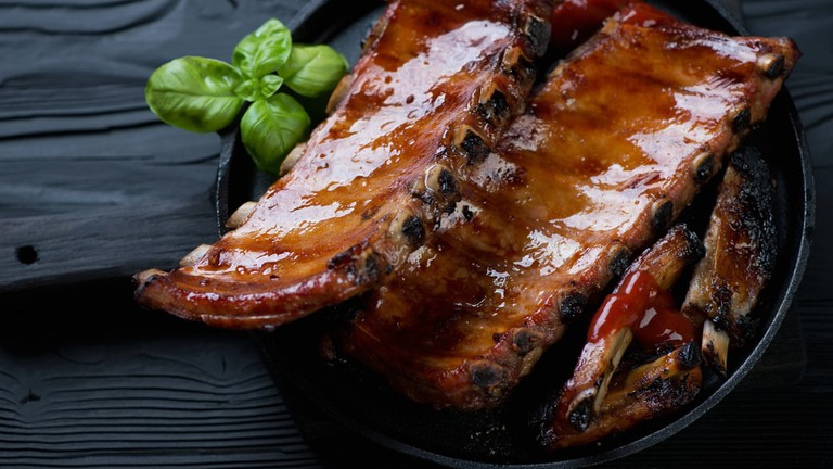 Frying pan with roasted pork ribs | © Nickola_Che/Shutterstock
