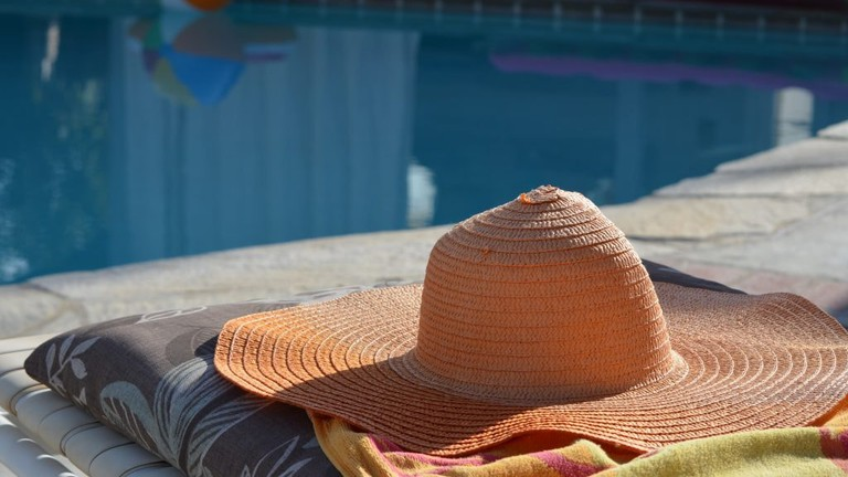 sun-swimming-pool-color-hat-leisure-sun-hat-960082-pxhere.com